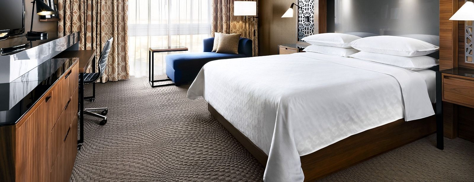 Standard King Guestroom | Sheraton Toronto Airport Hotel & Conference Center